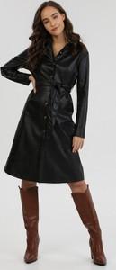 Czarna sukienka born2be midi koszulowa z długim rękawem