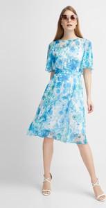Niebieska sukienka QUIOSQUE z okrągłym dekoltem z krótkim rękawem midi