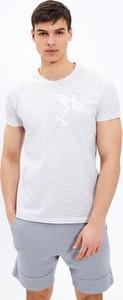 T-shirt Gate z krótkim rękawem z nadrukiem z bawełny