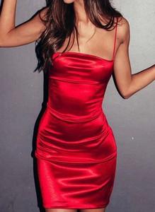 Czerwona sukienka Arilook ołówkowa mini