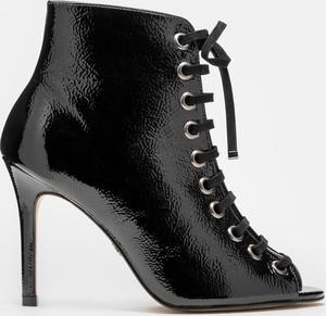 Czarne botki Kazar w stylu glamour