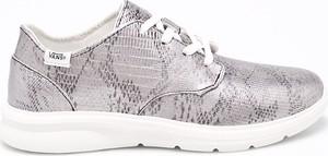 Buty sportowe Vans z płaską podeszwą sznurowane