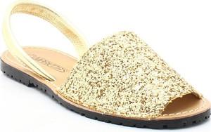 Złote sandały MARIETTAS ze skóry w stylu casual z płaską podeszwą