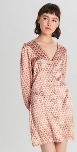 Różowa sukienka Cropp mini z długim rękawem z satyny