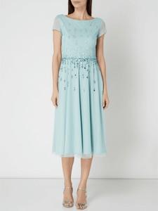 Sukienka Vera Mont w stylu glamour