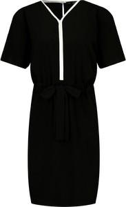 Sukienka Karl Lagerfeld z jedwabiu z krótkim rękawem z dekoltem w kształcie litery v
