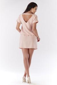 Różowa sukienka Awama prosta mini z krótkim rękawem