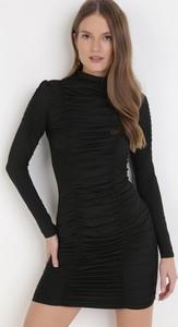 Czarna sukienka born2be z golfem w stylu casual