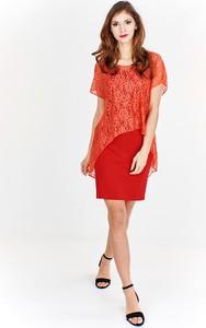 Czerwona sukienka Fokus z krótkim rękawem z okrągłym dekoltem w stylu klasycznym