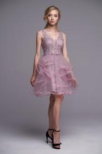 Różowa sukienka Ella Boutique rozkloszowana z dekoltem w kształcie litery v