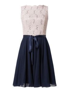 Granatowa sukienka Swing z satyny mini