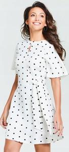 Sukienka Michelle Keegan z lnu z krótkim rękawem