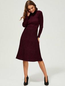 Sukienka Moodo z długim rękawem midi