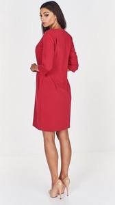 Czerwona sukienka Fokus z dekoltem w kształcie litery v z długim rękawem ołówkowa