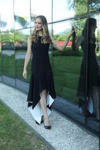 Czarna sukienka Martino Demi asymetryczna