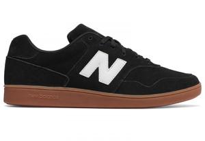 Czarne buty New Balance sznurowane w stylu klasycznym z zamszu
