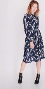 Niebieska sukienka Selaya z długim rękawem midi w stylu casual