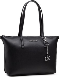Torebka Calvin Klein matowa w wakacyjnym stylu