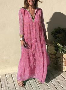 Różowa sukienka Sandbella z długim rękawem