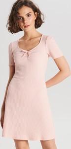 Sukienka Cropp w stylu casual z krótkim rękawem mini