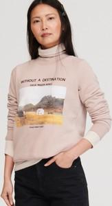 Różowa bluza Reserved krótka w młodzieżowym stylu