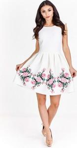 Sukienka Betty M mini z okrągłym dekoltem bez rękawów