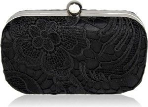 Czarna torebka Wielka Brytania do ręki zdobiona w stylu glamour