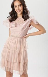 Różowa sukienka born2be mini rozkloszowana z okrągłym dekoltem