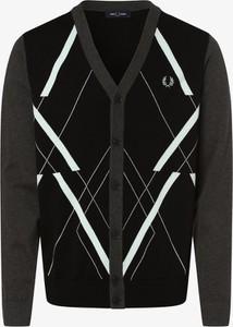 Sweter Fred Perry w młodzieżowym stylu