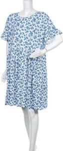 Niebieska sukienka Wednesday`s Girl w stylu casual z krótkim rękawem z okrągłym dekoltem