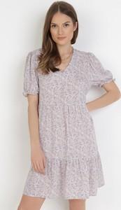 Sukienka born2be w stylu casual z dekoltem w kształcie litery v