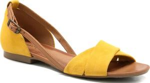 Żółte sandały Maciejka z płaską podeszwą
