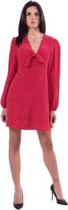 Różowa sukienka Guess