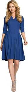 Niebieska sukienka MOE w stylu casual rozkloszowana