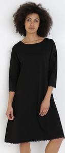 Czarna sukienka born2be w stylu casual z długim rękawem mini