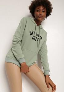 Zielona bluza Renee z kapturem w młodzieżowym stylu z dzianiny