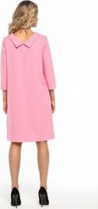 Różowa sukienka Tessita z długim rękawem z kołnierzykiem z tkaniny