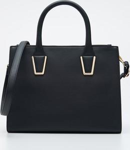 Czarna torebka Sinsay do ręki matowa