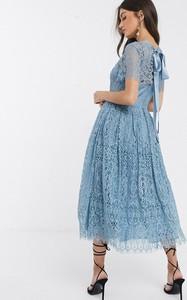 Niebieska sukienka Asos Design z odkrytymi ramionami