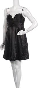 Czarna sukienka BCBGeneration bez rękawów z dekoltem w kształcie litery v