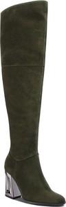 Zielone kozaki Solo Femme ze skóry na obcasie za kolano