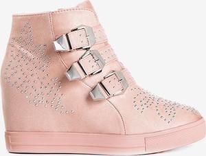 Różowe buty sportowe Royalfashion.pl na koturnie