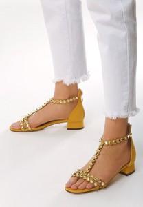 Żółte sandały born2be z płaską podeszwą na zamek