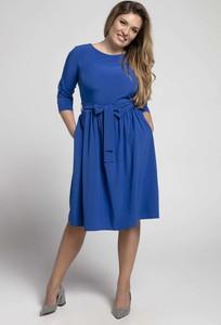 Niebieska sukienka Nommo z długim rękawem midi