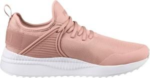 Różowe buty sportowe Puma z płaską podeszwą