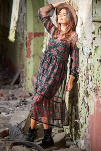 Sukienka Awama z okrągłym dekoltem z szyfonu oversize