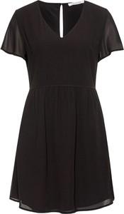 Sukienka Calvin Klein z krótkim rękawem w stylu casual