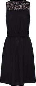Czarna sukienka Vero Moda z okrągłym dekoltem midi bez rękawów