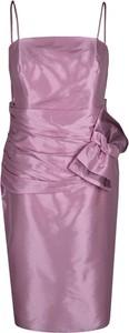 Różowa sukienka Fokus z okrągłym dekoltem ołówkowa