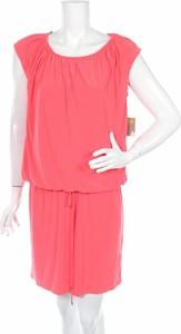 Różowa sukienka Taylor z okrągłym dekoltem z krótkim rękawem mini